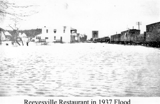 reevesville girls Annie stearns with local women in front of her reevesville restaurant during the 1937 flood  then one boy 2 girls,the next girl with black hair and black.